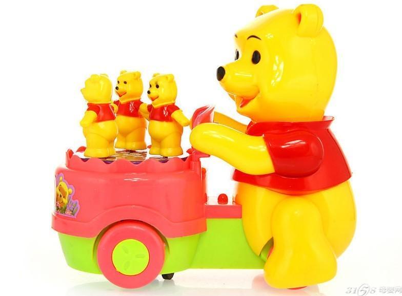 逢年过节送给孩子最好的礼物当然是玩具,但是琳琅满目的玩具,该如何挑选呢?什么牌子的玩具送礼最体面,什么牌子的玩具孩子最喜欢?什么牌子的玩具最实惠? 现在很多父母在买东西的时候都会选择大品牌,觉得大品牌比较值得人放心,而且很多父母都知道Fisher Price(费雪)、Lamaze(拉马泽)等国外的知名品牌。那么国内的知名品牌您知多少呢?今天小编就为大家盘点中国儿童玩具品牌十大排行榜。 1 、美泰MATTEL (世界500强,含费雪,芭比Barbie,全球最大的玩具销售商,总部设于美国加州) 2 、孩之宝H