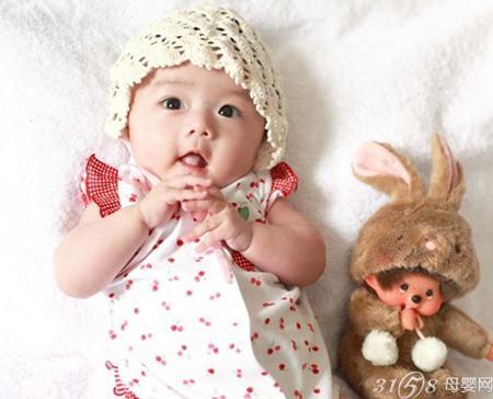 大眼可爱婴儿图片