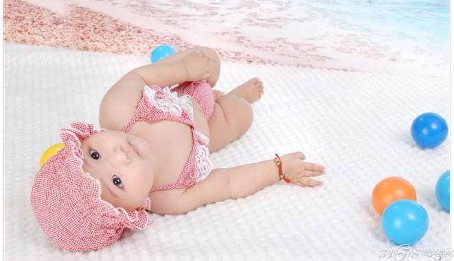 宝宝的睡姿大盘点 聪明宝宝是睡出来的