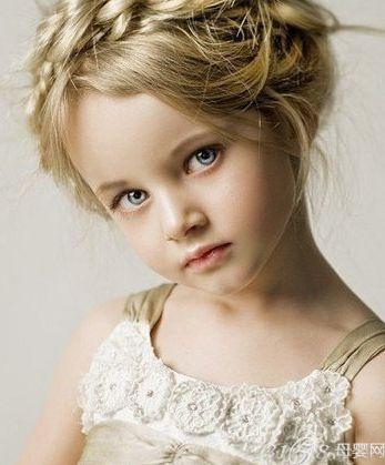六一幼儿扎什么头发 时尚漂亮的扎法