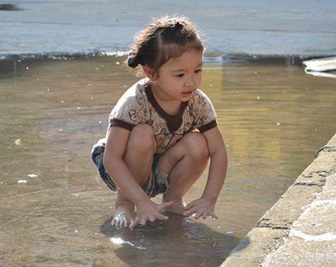 小孩子玩水注意事项_儿童玩水注意事项