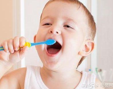 儿童不刷牙的后果图片