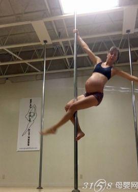 8个月孕妇跳钢管舞