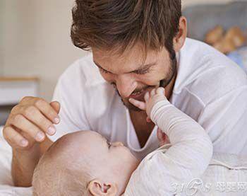 如何让宝宝快点认识爸爸
