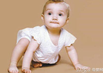 如何正确训练宝宝爬行