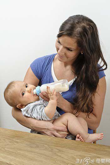 宝宝混合喂养大便异常情况