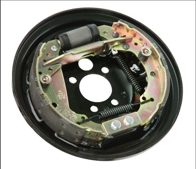 汽车制动系统:鼓式刹车和盘式刹车哪种好?图片