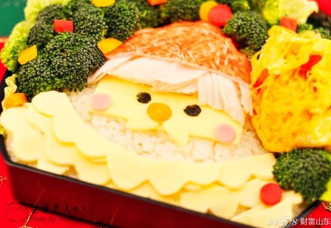 导语:明天就是大家日夜期盼的圣诞节了,今天你收到苹果了吗,这是一个充满着童话一样的神器节日哦,但是美中不足的就是明天要继续上班,真是一个苦逼的日子。但是,洋子为大家准备了一份圣诞老人便当,让平淡无奇的上班生活也能非常有节日的气氛哦,还可以悄悄的为你的那位准备一份,明天让他得到一份惊喜。