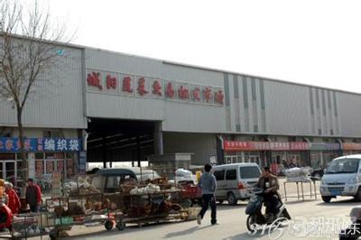 青岛市城阳蔬菜交易批发市场建有网架结构交易大厅7