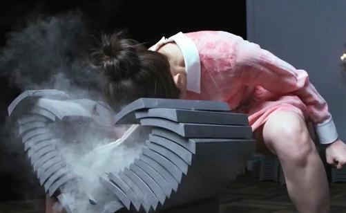 现实版春丽_现实版春丽 :日本空手道美女走红 头碎瓦片