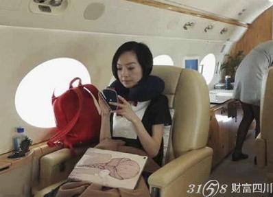 土豪的生活:王健林私人飞机内直播斗地主视频在哪看