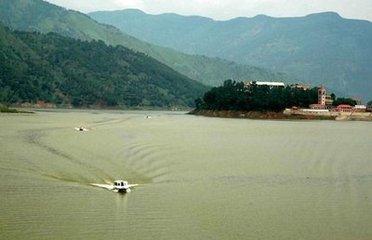 区,米易的白坡山原始森林景区,雅砻江干流景区形成连绵一体的完整风景