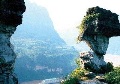 三峡人家是一个缤纷多彩的地质世界,三峡国家地质公园的核心区域,两