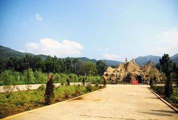 地文景观:金顶山风景区有六大主峰