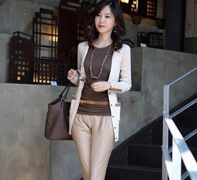 秋季服装搭配图片女可以看出,绕领口的拉链,分割袖子的拉链,拉链纵横