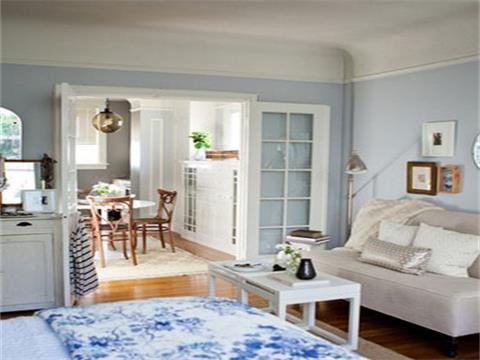 20平米单身公寓装修之北欧风格:米白色沙发搭配珠光米白色抱枕和纯