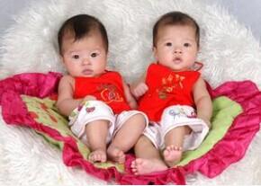 怀双胞胎有什么症状?怀双胞胎的早期症状之一就是孕妇腹部高清图片