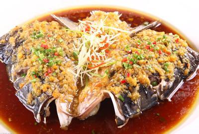 湖南剁椒鱼头_湘菜大师王墨泉先生回忆,上世纪90年代,湖南剁椒鱼头最火的地方,不在