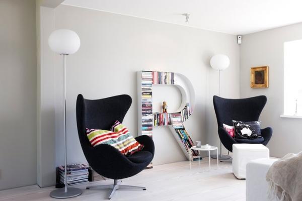 配饰设计种类丰富,有譬欧式装修常有的壁纸,以及吊灯装饰,干花,家居图片