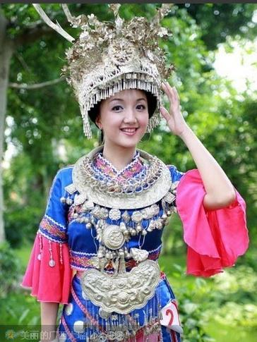 灿若朝霞的新疆各民族服饰、贵气逼人的藏族服饰、活泼的苗族服饰