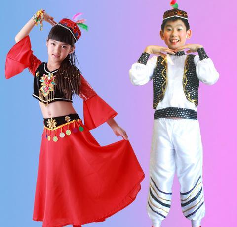 维吾尔族儿童服饰具有浓郁的民族特色