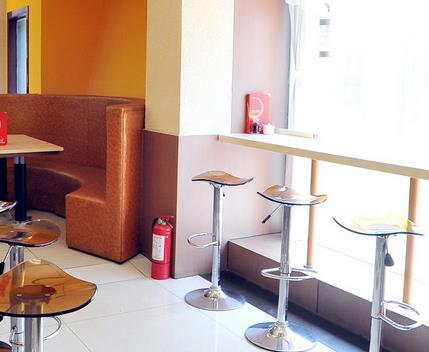 小型快餐店装修一般由厨房,销售厅(间,台)就餐厅和其他辅助设施等组成