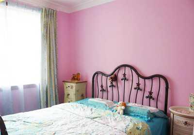 粉色墙配什么颜色窗帘呢