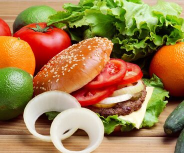 贝克汉堡快餐在产品制作过程中不断地精益求精,严格按配方操作,讲求