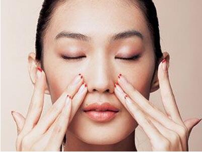化妆品过敏的症状_皮肤过敏胸部全集皮肤过敏春季皮肤过敏怎么