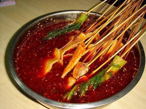 麻辣烫火锅是起源于四川小吃,是川渝地区最有特色也最能代表