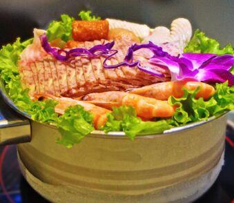 鲜煮艺项目给你更好的生意-致富火锅绣眼鸟吃玉米面好吗图片