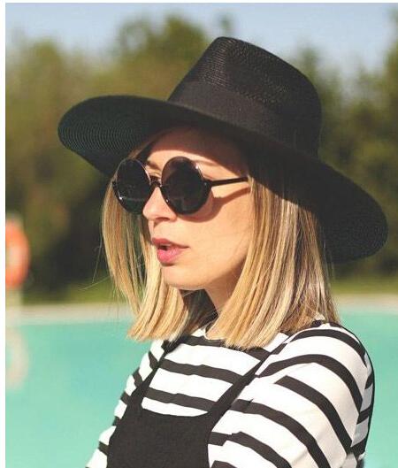 娃娃领雪纺衫,给人很清新的感觉,搭配一顶英伦风格的亚麻草礼帽,给人