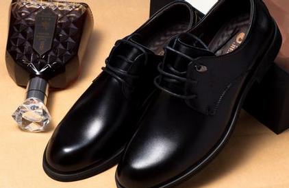 皮鞋后跟磨脚怎么办