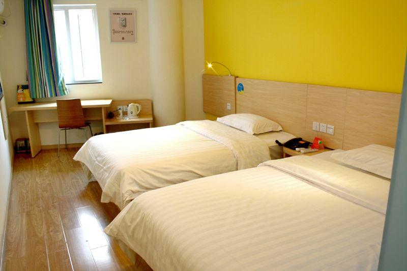 七天酒店老总_酒店房间图片