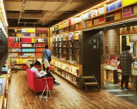 在中学旁边开一家新华书店需要多少钱