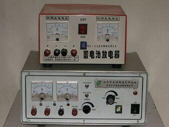 坤达蓄电池修复设备在产生阶梯式谐振脉冲波的同时,击碎坚硬的硫化铅