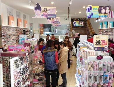 美爆美妆潮品店囹�a_美爆美妆潮品店加盟店面需要多大?加盟费是多少