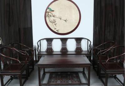 爷爷年轻时收藏的一套红木家具,竟有人要出60万买,到底卖不卖?