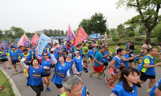 雪花啤酒迎襄马系列热身赛紫贞公园5公里站开跑