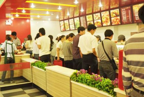 愉筷快餐一年的利润有多少