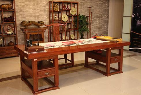 """红木家具中最简约之一的画案 民间称其为""""刀牙"""""""