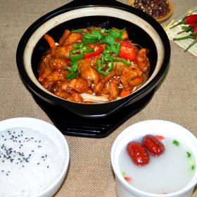 巧仙婆砂锅焖鱼饭快餐加盟挣*吗