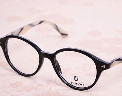 诺龙眼镜加盟是有生意的,加盟店一年能赚