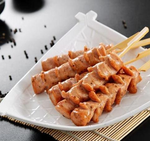 香肠派对香肠小吃将欧式口味进行到底,它采用现煎现炸和急速冷冻等