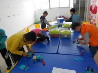 亚太机器人教育加盟