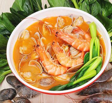 它的加盟店经营了各种各样的海鲜美食,再加上手工面条,做出来的口感令