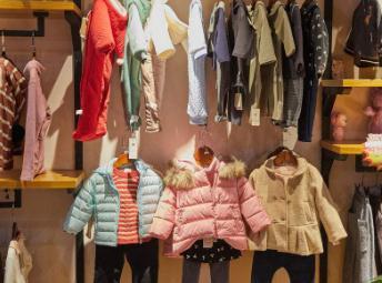 公司专业的设计师团队,每一季都会推出不同款式的童装新品,粉丝队伍图片