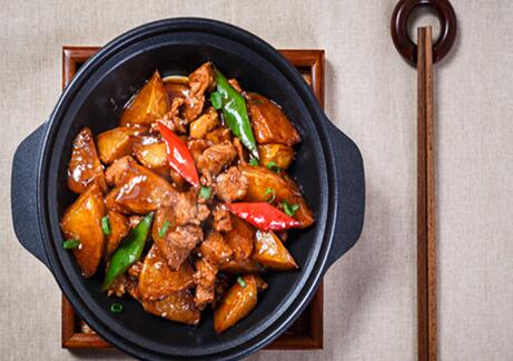 黄焖鸡米饭一年赚多少 选对品牌利润不愁
