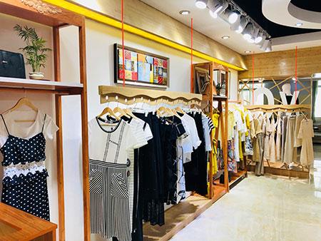 小型服装店怎么开?开小型服装店利润高吗?
