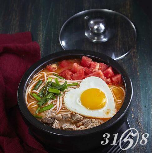 横米竖线*锅米线-番茄牛肉米线
